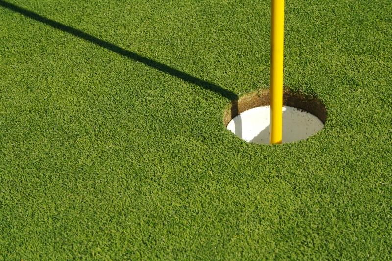 255829-lush-freshly-mowed-golf-green-flag